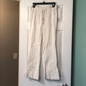 White Roxy linen/viscos pant. Super comfortable!